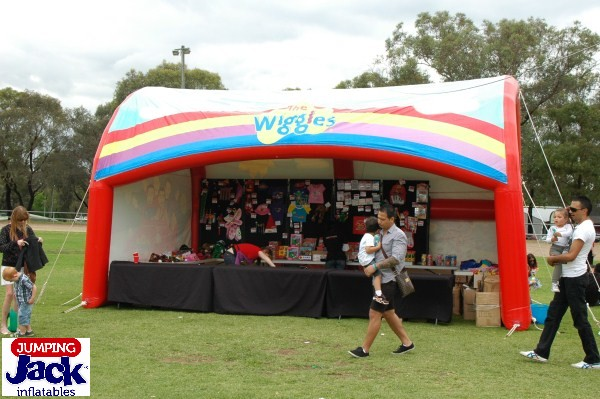 wiggles front tent